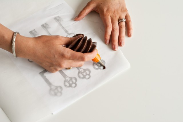 Chocolate Decoration Tracing Templates http://www.andersruff.com/custom-printable-parties/tag/keys/
