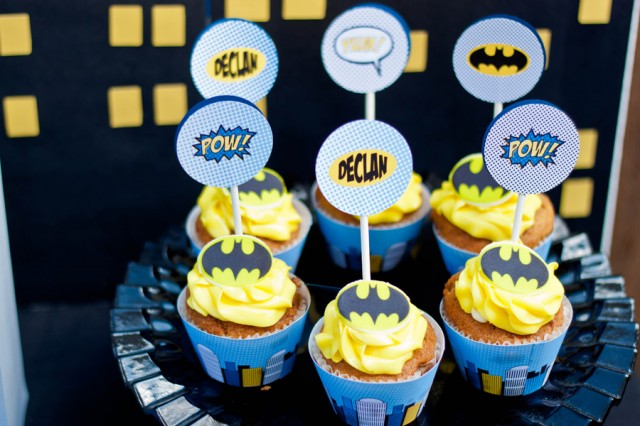 Batman and robin cupcake