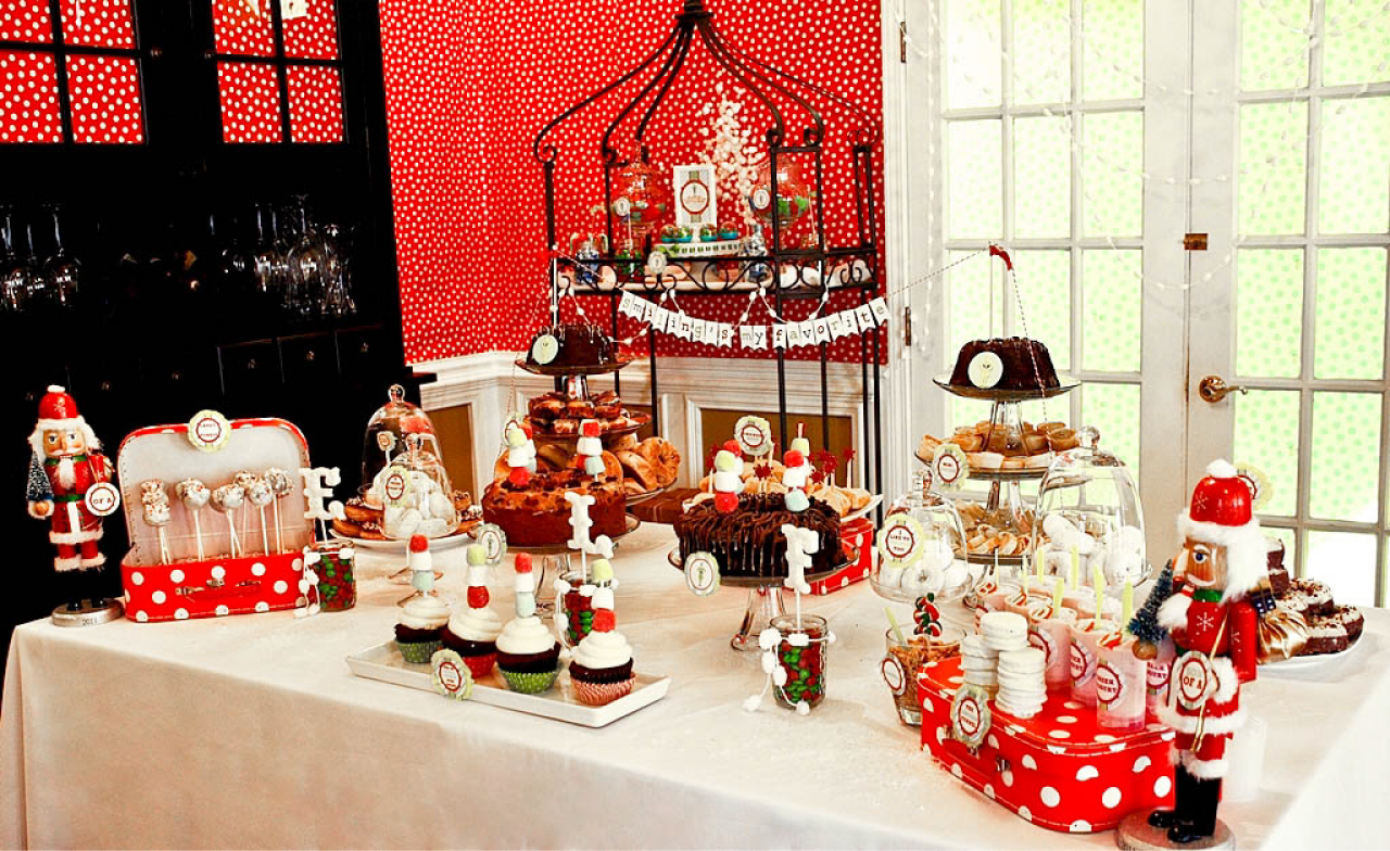 gorgeous red and white themed christmas - Christmas Dessert Decorations