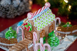 Gingerbread-House-Making-Christmas-Party-21