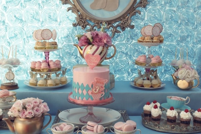 Alice in wonderland party dessert table
