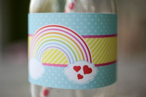 birthday-party-ideas-rainbow-loom-valentines-day-drink-bottle-wrapper-close