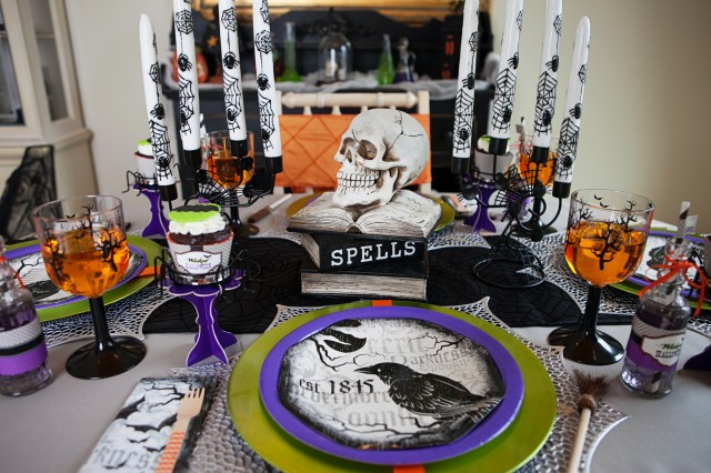wicked witch halloween party place settings